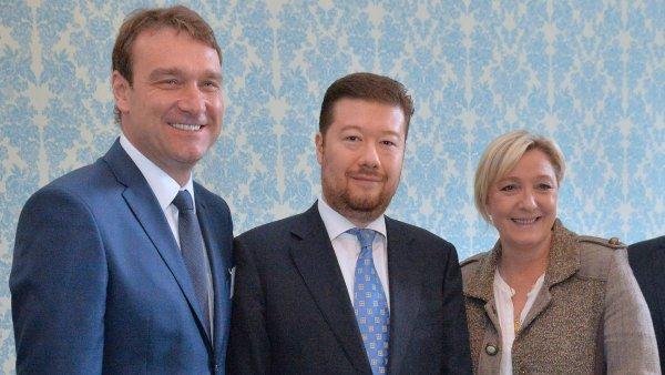 Zleva: Radim Fiala, Tomio Okamura a Marine Le Penová.