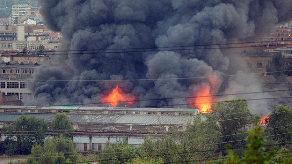 Požár v pražských Vysočanech v areálu bývalé ČKD