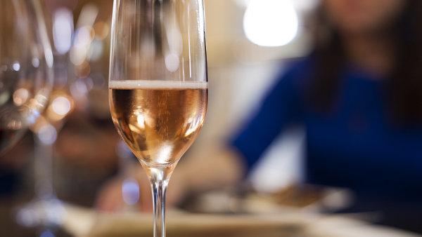 V posledních letech existence SSSR se Sovetskoje šampanskoje stalo jedním z hlavních vývozních artiklů země – ilustrační foto.