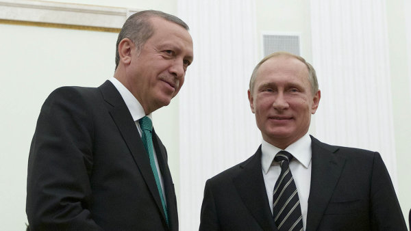 Turecký prezident Recep Tayyip Erdogan s ruským protějškem Vladimirem Putinem.