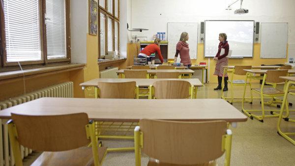 Zatímco průměrně si v EU učitel vydělá 86 procent toho, co jiní vysokoškoláci, u nás jen něco přes polovinu jejich příjmu - Ilustrační foto.