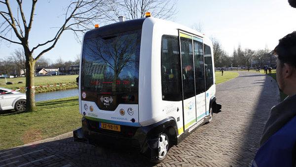 Prvn� samo��d�c� autobus WEpod bude v nizozemsk�m Wageningenu vozit studenty z univerzity na n�dra�� a zp�t.