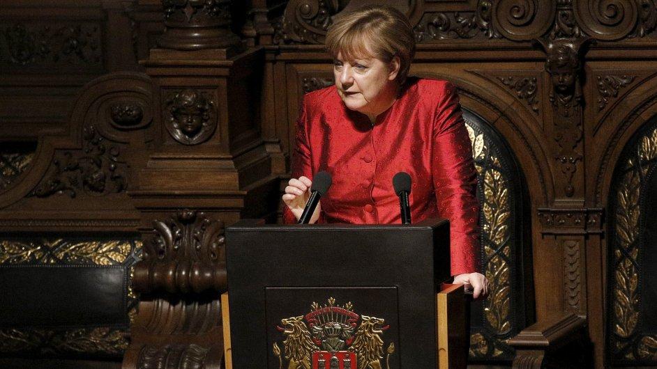 Angela Merkelová při proslovu během tradičního historického banketu v německém Hamburku.