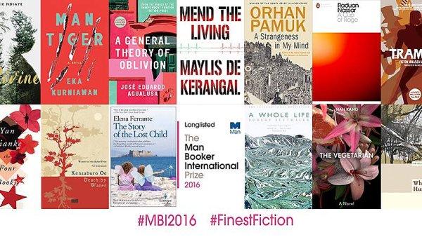 Na snímku třináct titulů nominovaných na Mezinárodní Man Bookerovu cenu.