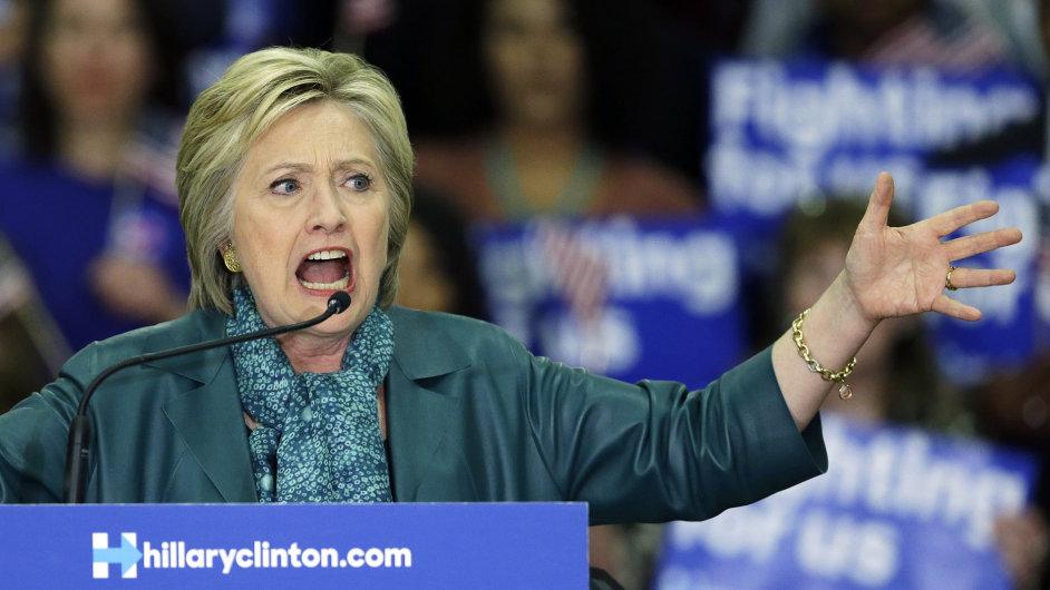 Hillary Clintonová při projevu v Seattlu.