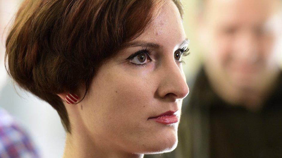 Kateřina Krejčová, které soud uložil měsíční podmínku za napadení policisty na demonstraci. Odvolací soud ji poté zprostil obžaloby.