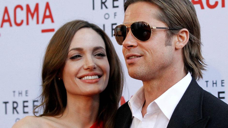 Brad Pitt a Angelina Jolie na premiéře filmu Strom života v květnu 2011.