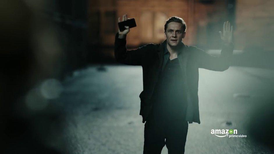 Snímek ze seriálu You Are Wanted.