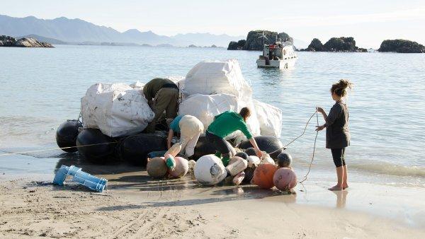 Společnost Lush čistí oceány od plastového odpadu, ze kterého následně vyrábí obaly pro své kosmetické výrobky.