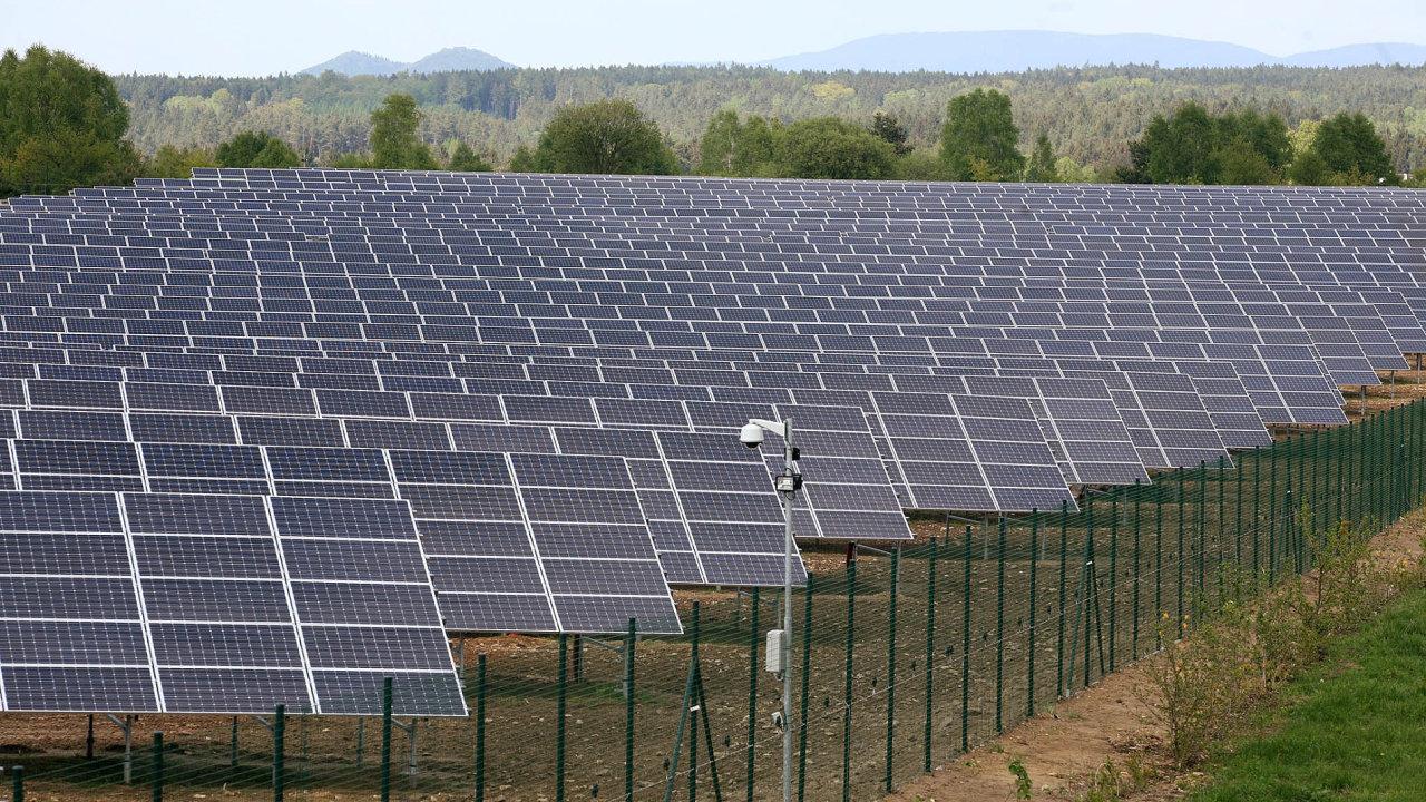 Kvůli dodatečnému zdanění solárních elektráren hrozí Česku řada arbitráží (ilustrační snímek).