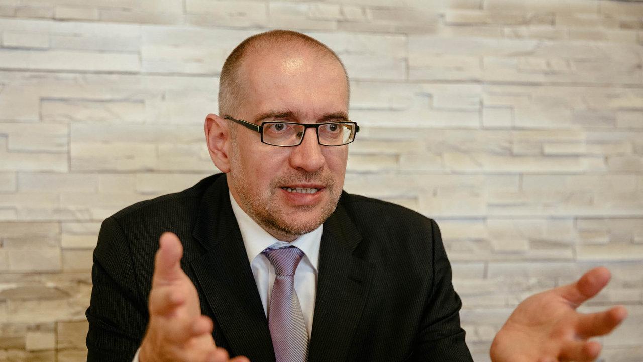 Místopředseda České konference rektorů Mikuláš Bek uvedl, že budou opakovat požadavek, aby se začtyři roky dostal rozpočet vysokých škol alespoň naprůměr zemí OECD.