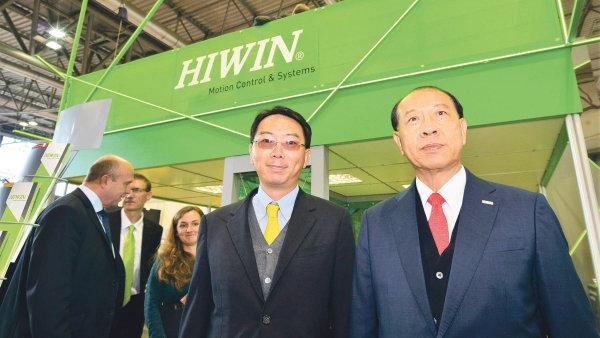 Generální ředitel společnosti HIWIN Technologies pan Eric Y.T. Chuo (na fotografii vpravo) s doprovodem.