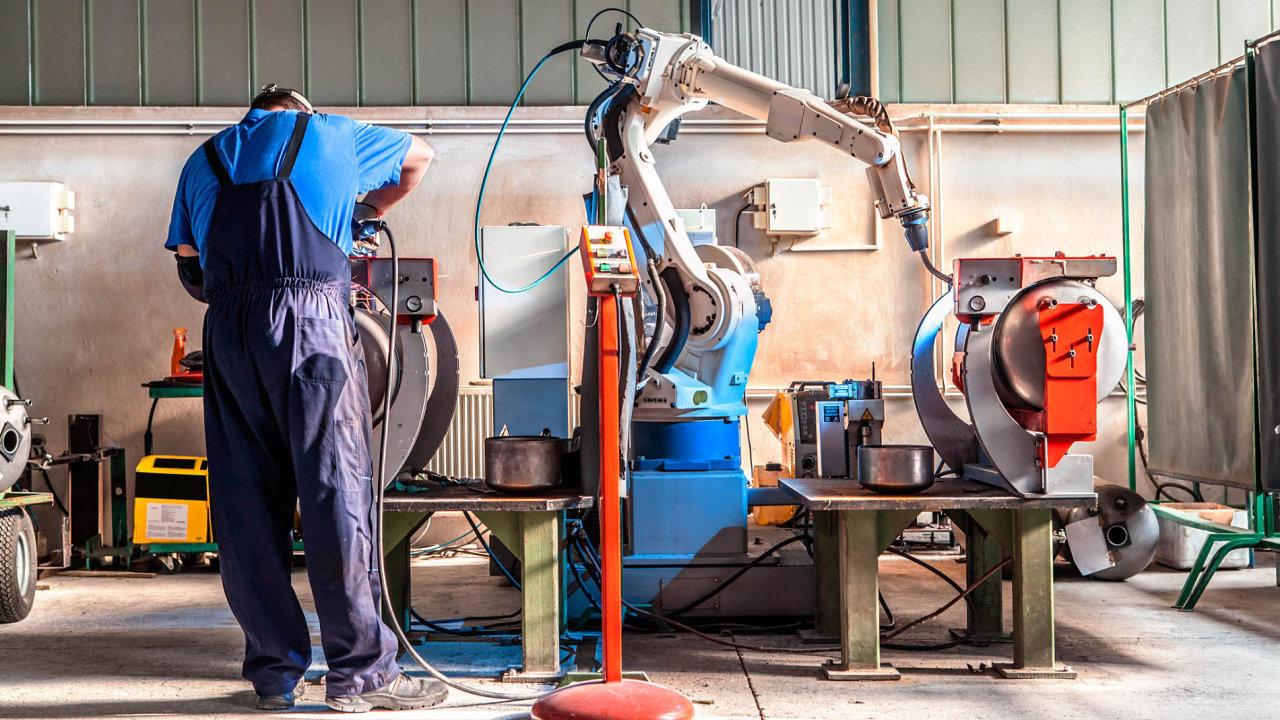 Ekonomika rychle roste i díky investicím firem. Mimo jiné do automatizace, která částečně řeší nedostatek lidí na pracovním trhu (ilustrační foto).