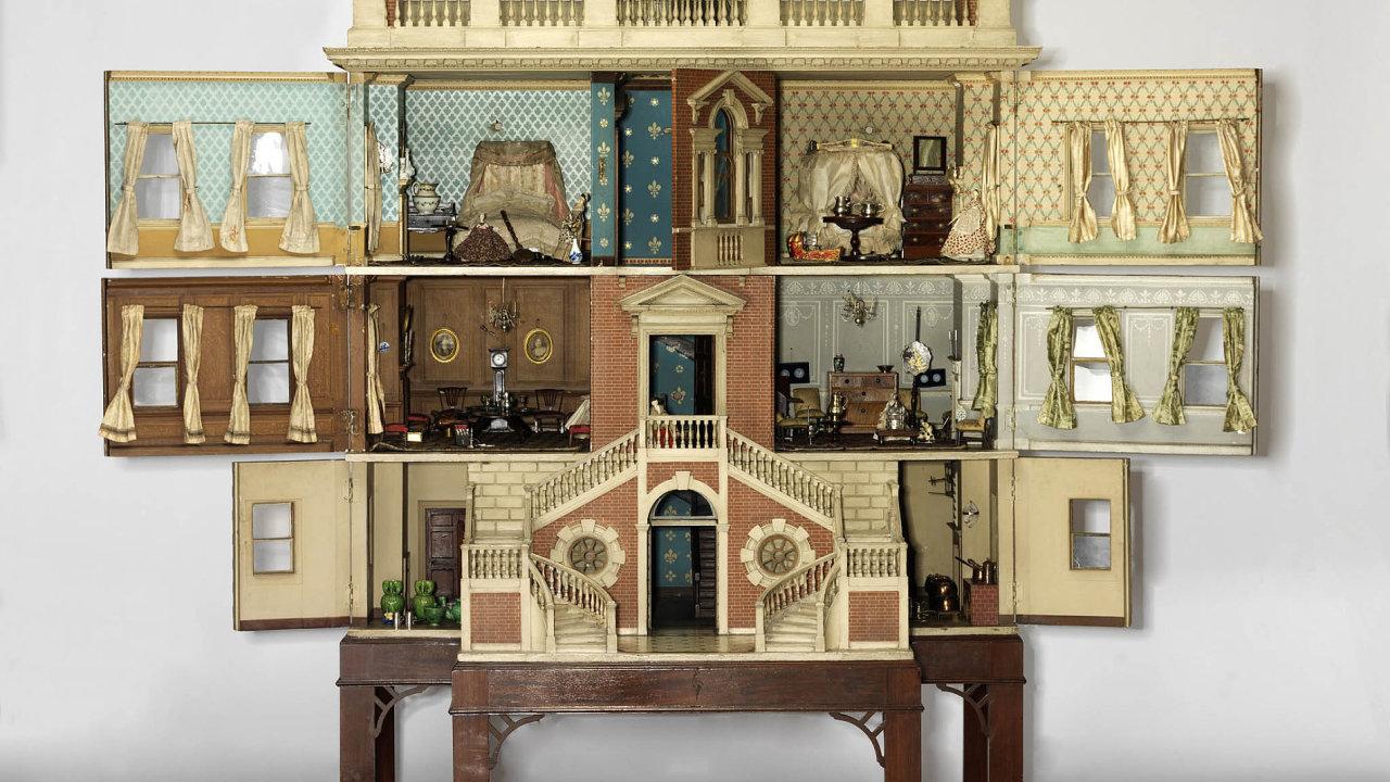 VTateově domečku, který pochází zroku 1760 a170 let zůstal vevlastnictví jediné rodiny, kromě tří paní promlouvá služka. Popisuje slavnostní večeři pro panstvo.