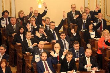 Poslanci se bojí odlivu kapitálu.