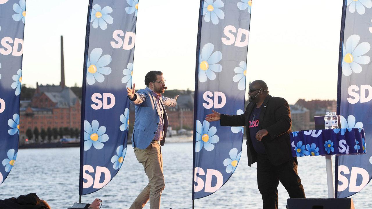Předseda nacionalistické politické strany Švédští demokraté Jimmie Akesson (vlevo).