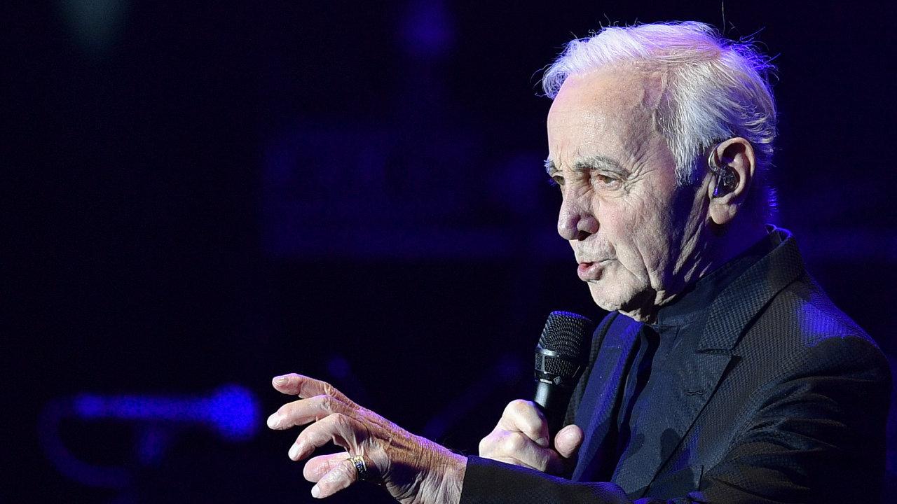 Ve věku 94 let zemřel francouzský šansoniér Charles Aznavour.