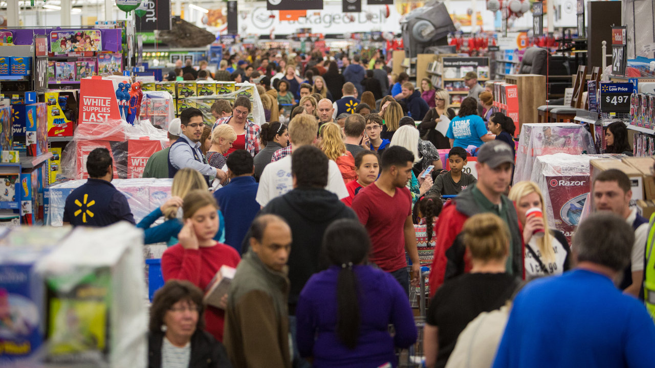 Černý pátek startuje předvánoční nákupní sezonu.