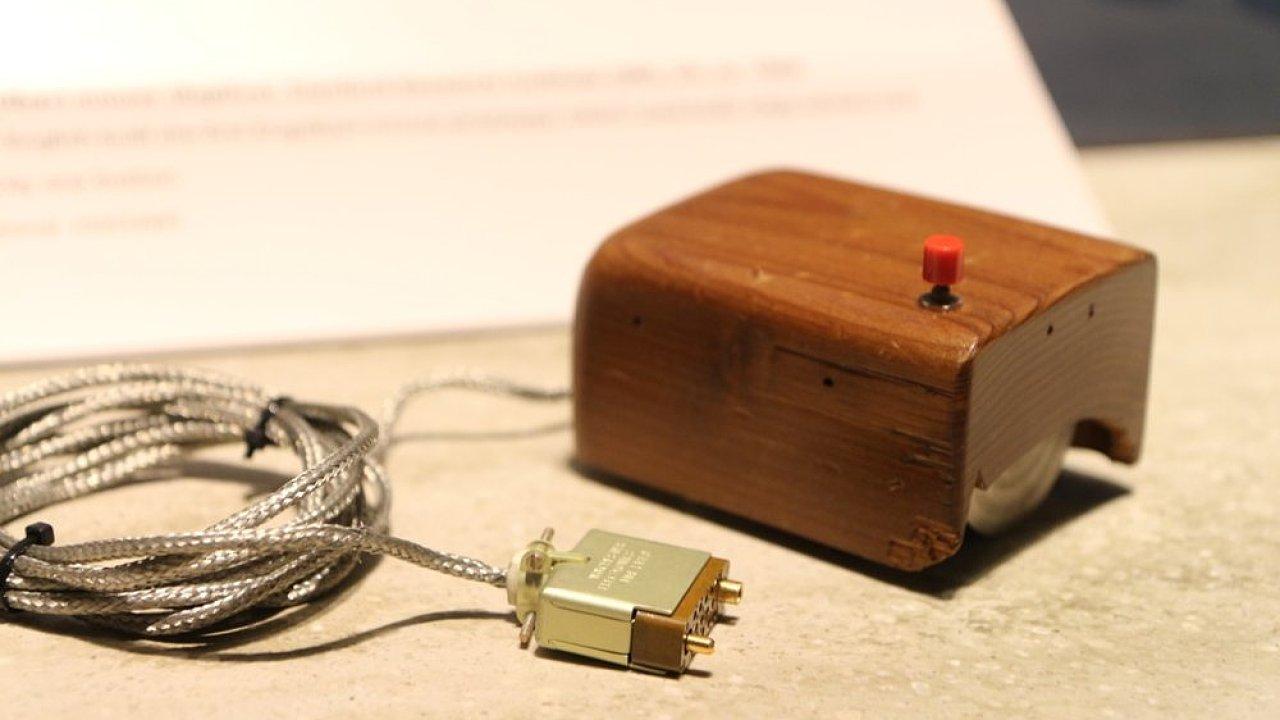 První počítačová myš ze Stanford Research Institute