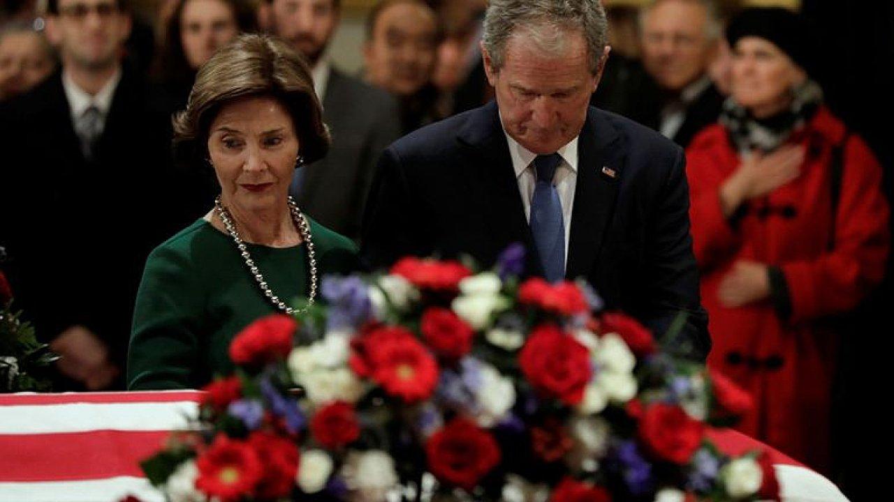 Pohřeb exprezidenta George Bushe staršího.