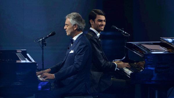 Bocelliho album hovoří mnoha jazyky. CD šedesátiletého tenoristy vystřelilo do čela britského i amerického žebříčku