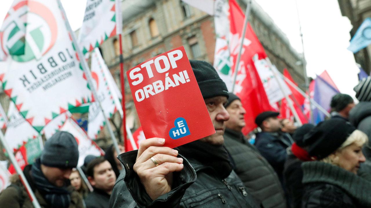 Lidé protestovali proti vládě Viktora Orbána, která trvá již od roku 2010.