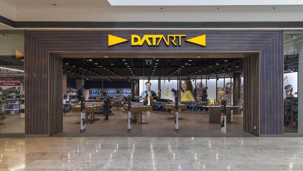 Ze zhruba poloviny prodejen Euronics se staly obchody Datart.