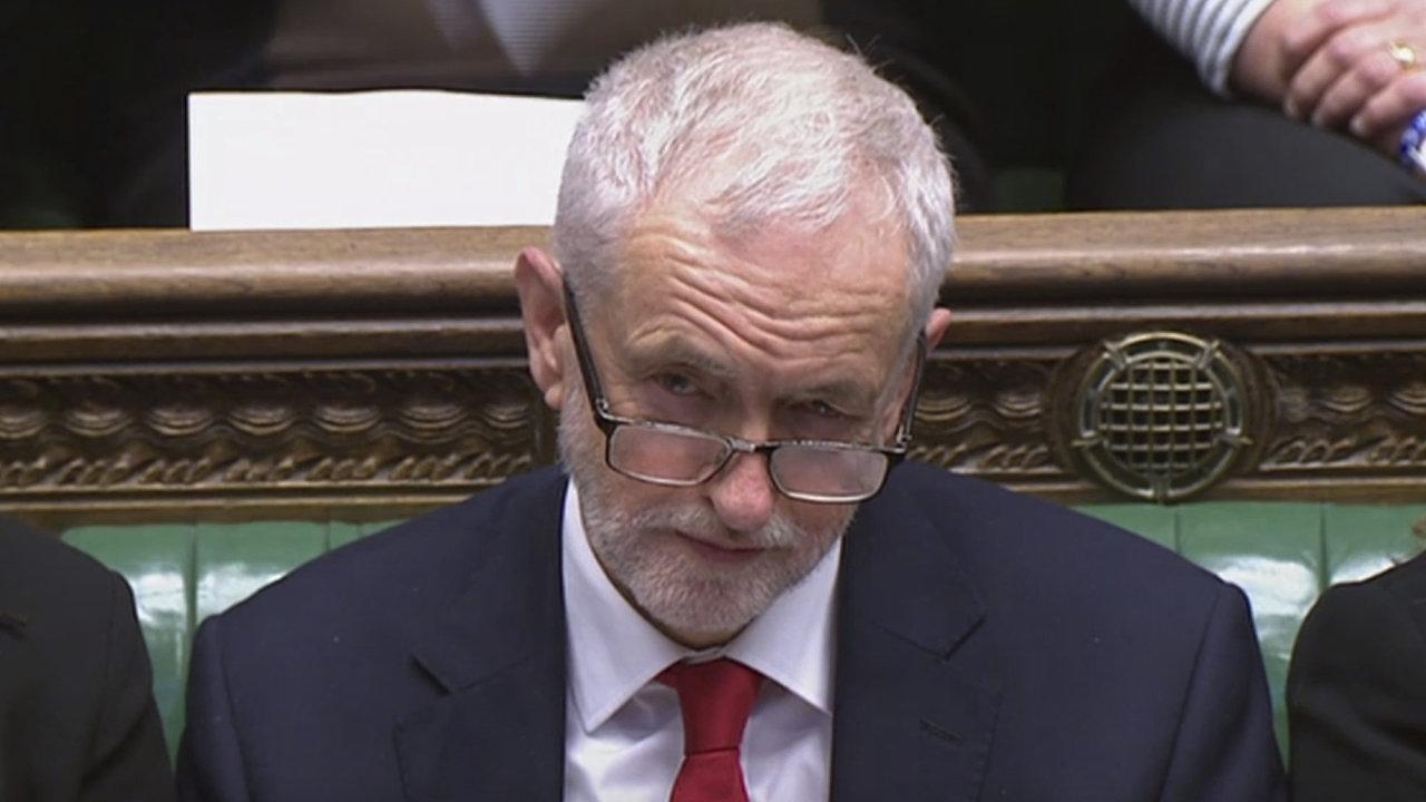Šéf britských opozičních labouristů Jeremy Corbyn chce po Therese Mayové mimo jiné souhlas s trvalou a všeobecnou celní unií s EU, která bude zahrnovat území celého Spojeného království.