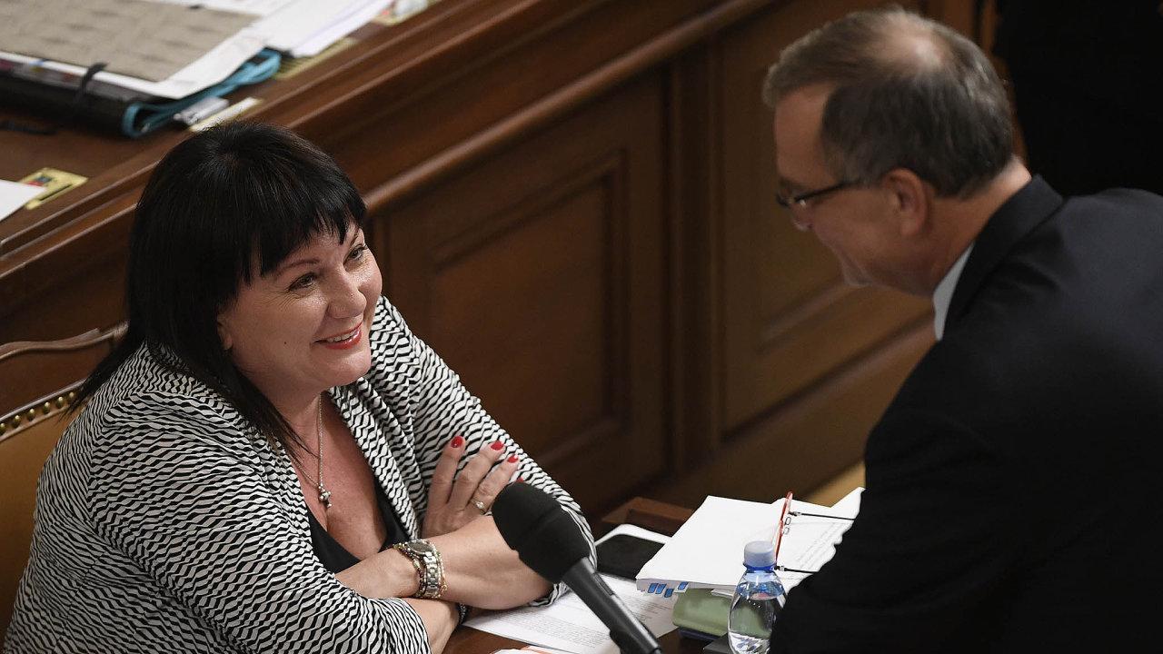 Ministryně se usmívá. Alena Schillerová, jež jako šéfka resortu financí vesněmovně rozpočet obhajovala, může být pojeho schválení spokojena.
