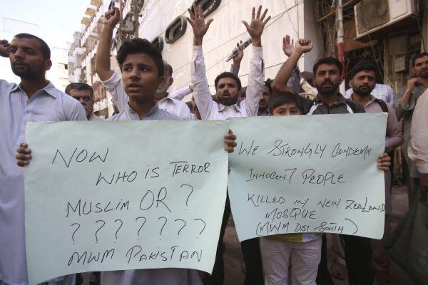 Protestující Pákistánci odsoudili střelbu na Novém Zélandu.