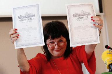 Ministryně financí Alena Schillerová představila dluhopisy určené pro občany k výročí 100 let Československé republiky.