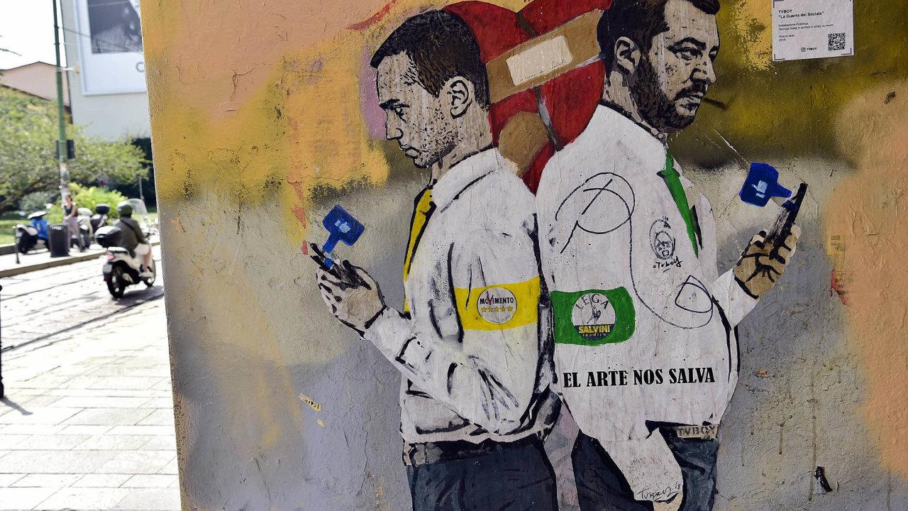 Napjaté spojenectví: Lídři koaličních stran Luigi DiMaio aMatteo Salvini vyobrazení nastěně budovy vMiláně.