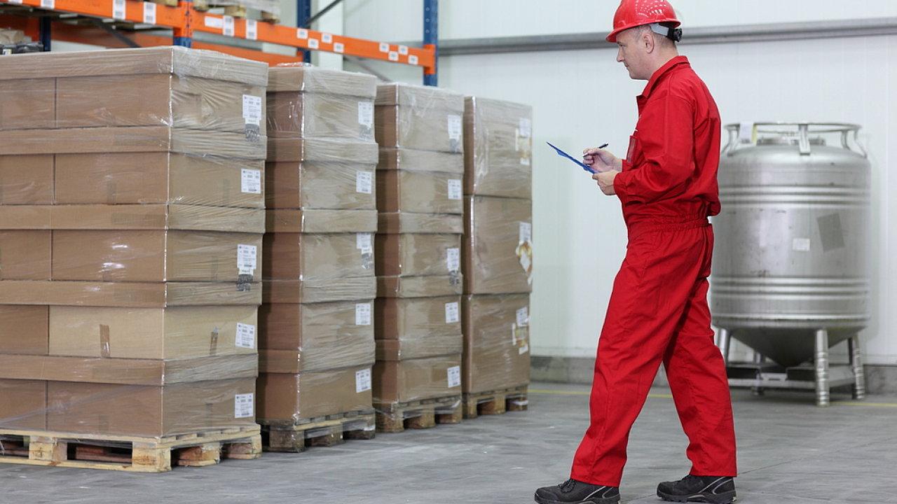 Inspekce, kontrola práce, pracovník. Ilustrační foto