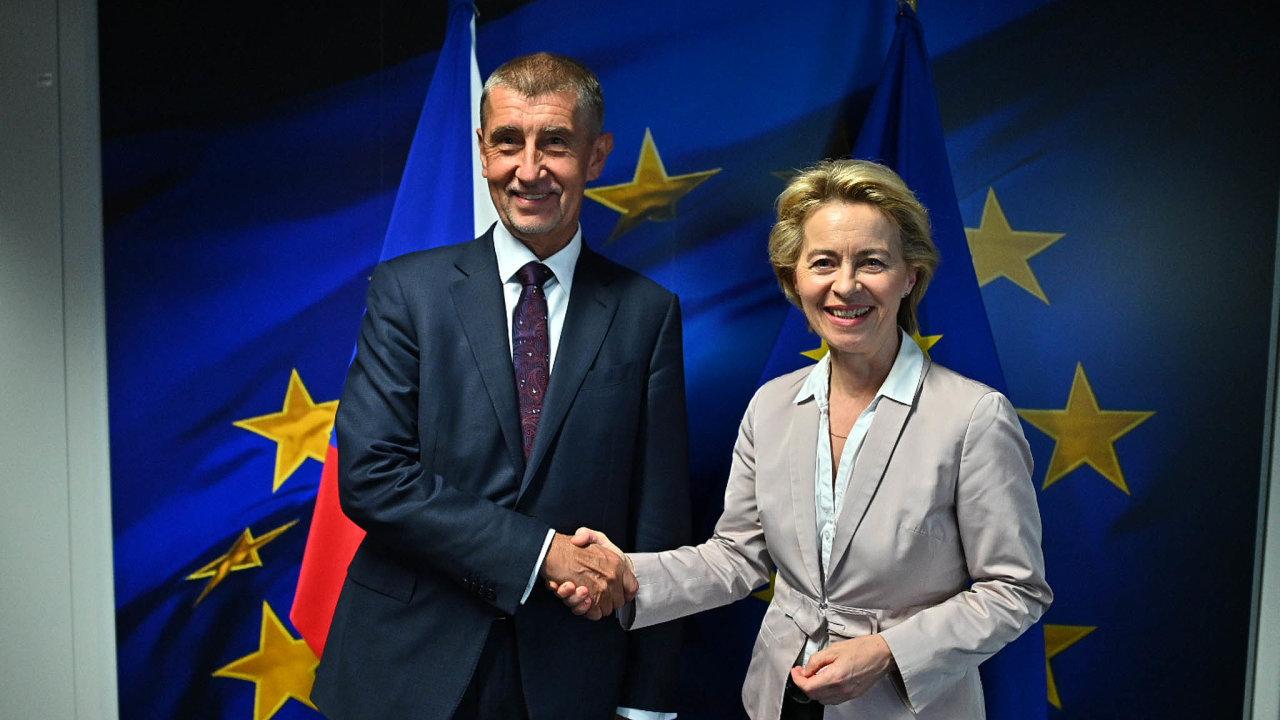 Premiér Andrej Babiš může zůstat jediným politikem, který vBruselu zablokuje snahu států Evropské unie bojovat se změnami klimatu. Na snímku s šéfkou Evropské komise Ursulou von der Leyenovou.