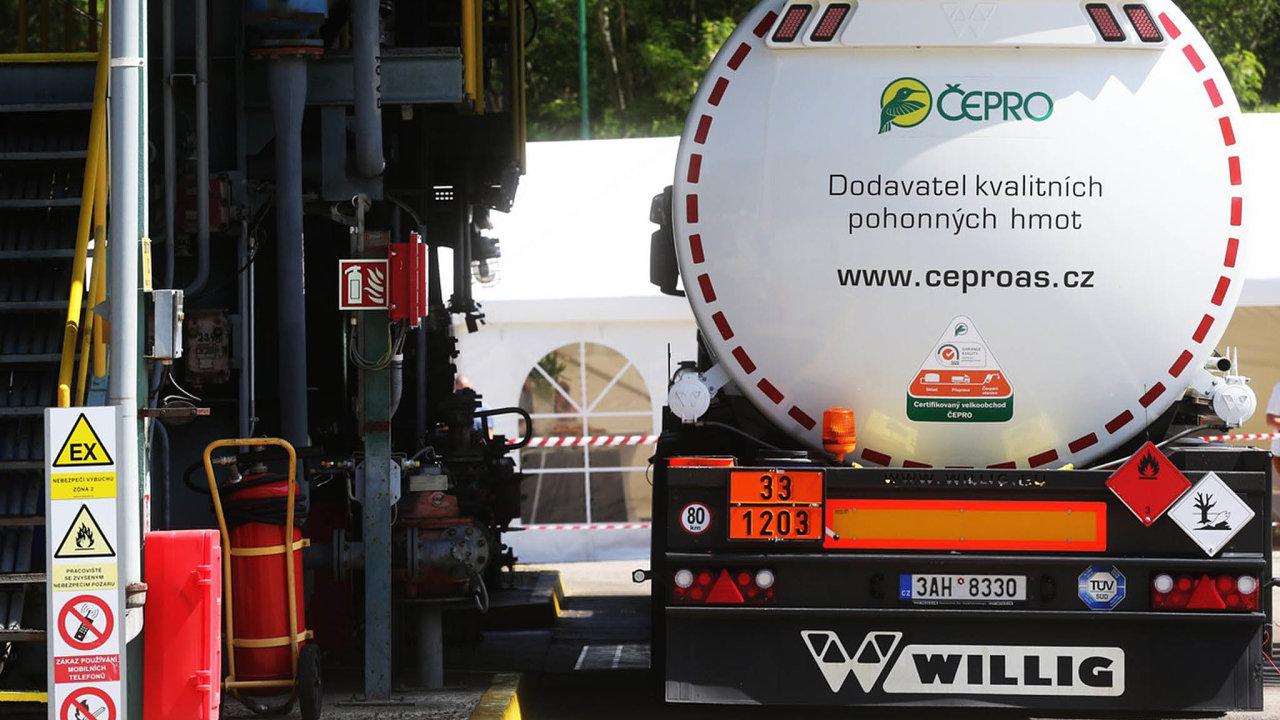 Protikorupční organizace kritizují Čepro, že v posledních letech začalo nakupovat biopaliva bez veřejných soutěží.