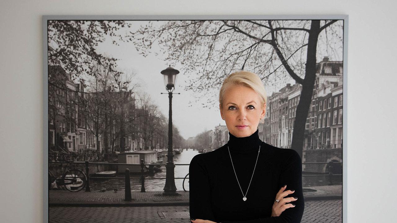 Zákonů aregulací je příliš afirmy mají problém se vnich vyznat, říká výkonná ředitelka Czech Institute of Directors Monika Zahálková.