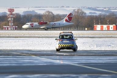 Ostrava přesto má jednu strategickou výhodu. Přes 3500 metrů dlouhou přistávací plochu, což až naPrahu nemůže nabídnout žádné jiné letiště vČR.