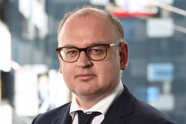 Naburzách veVídni avPraze budou investoři v pátek vyhlížet čísla ohospodaření zarok 2019 rakouské bankovní skupiny Erste, jež vlastní iČeskou spořitelnu. Skupinu od letoška vede Bernhard Spalt.