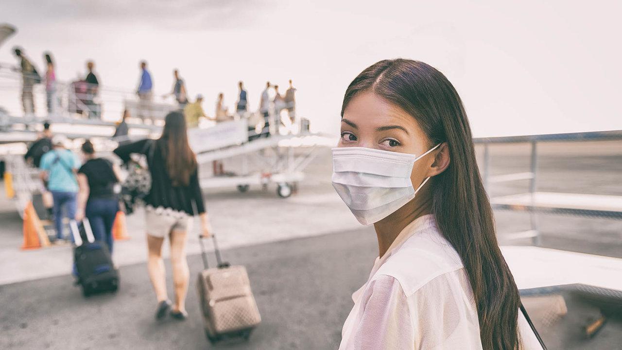 Lidé kvůli obavám zomezení cestování ruší zájezdy. Vcestovním ruchu avnavazujících oborech může přijít omísto až 246 tisíc lidí.