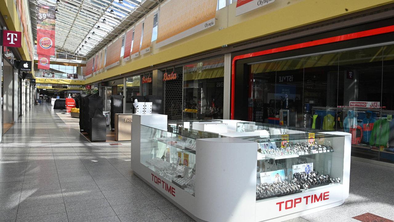 Nastředečním jednání vlády prošel návrh, aby si provozovatelé drobných obchodů aslužeb, které postihlo uzavření provozů kvůli státem nařízené karanténě, mohli odložit nájem zatři měsíce.