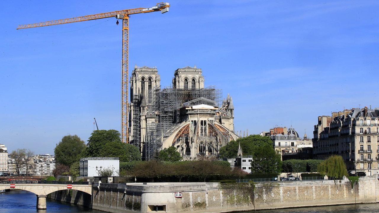 Prezident Emmanuel Macron už dříve slíbil, že rekonstrukce bude hotová doroku 2024, kdy se vPaříži konají olympijské hry.