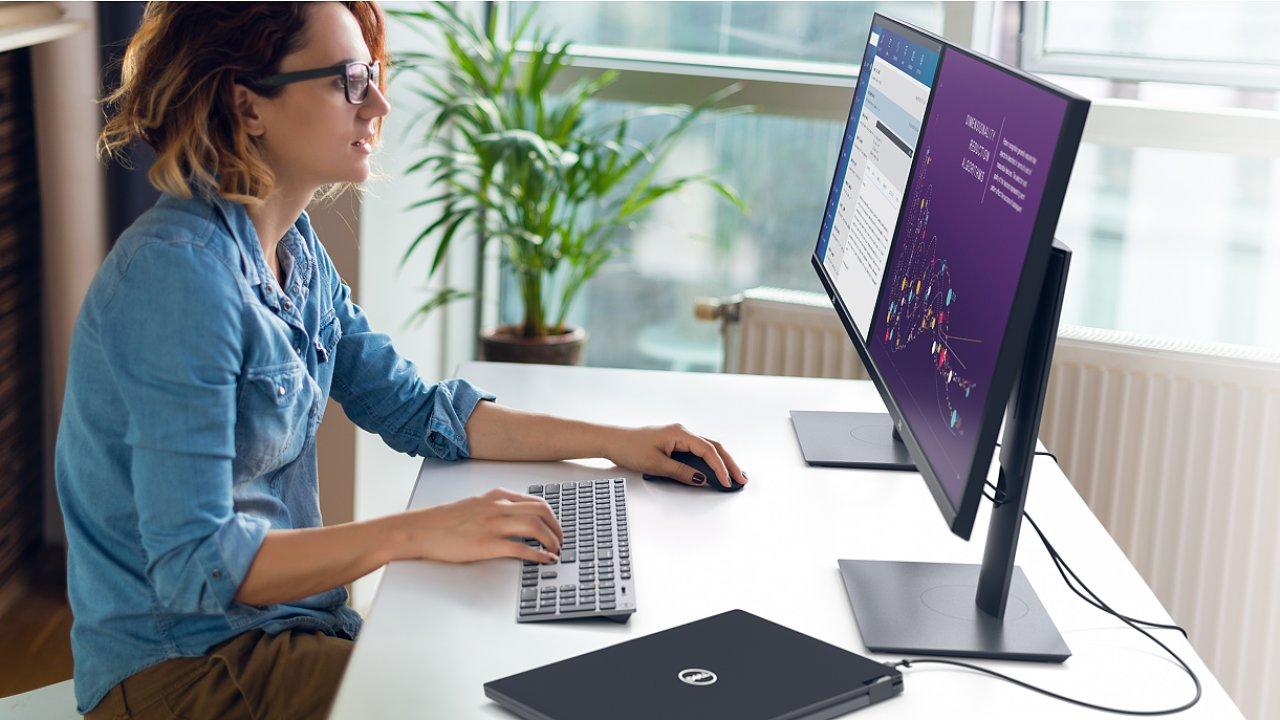 Dell P2720D je obyčejnější, ale model P2720DC patří k elitě, která likviduje zbytečné kabely