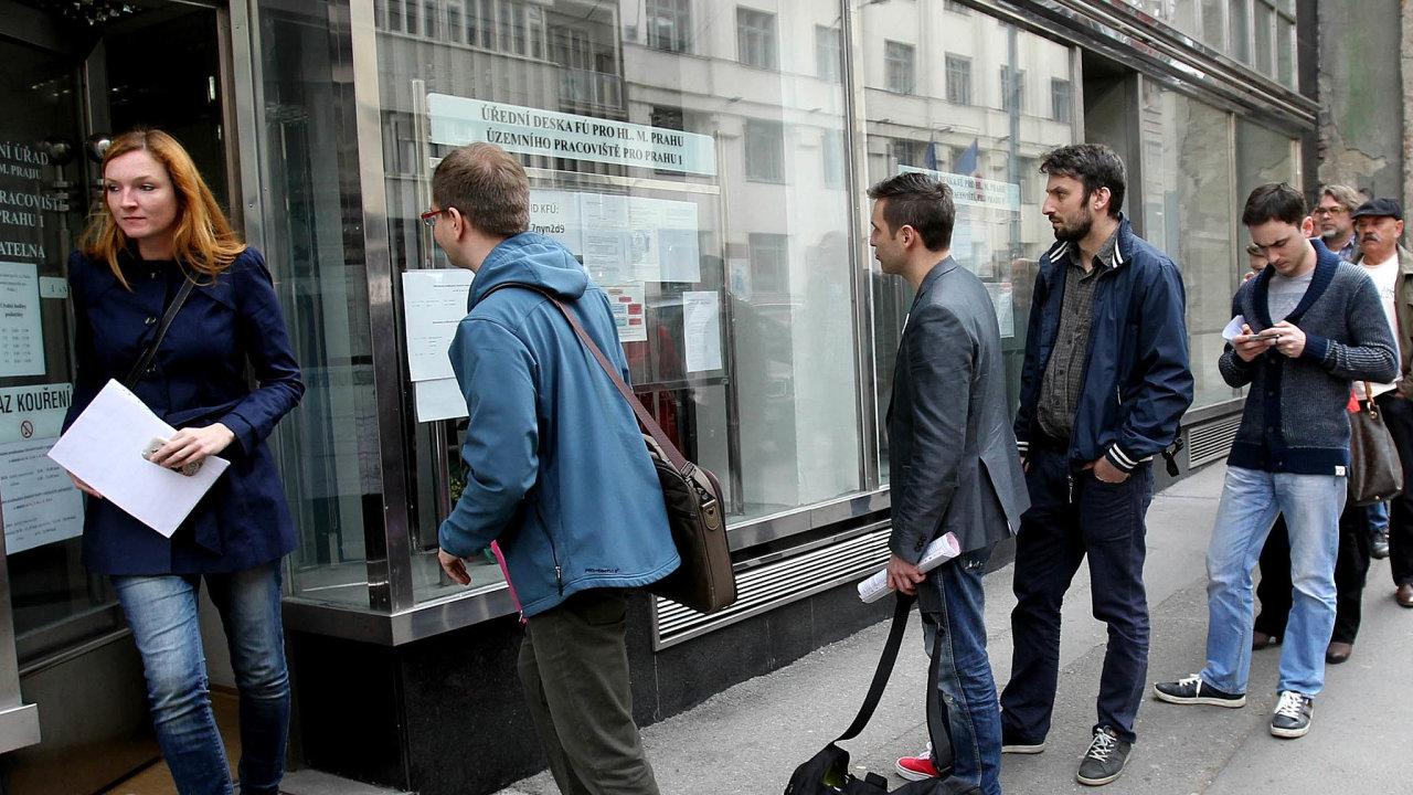 Od vyhlášení koronavirové podpory, zabřezen a duben, mohli podnikatelé žádat o25 tisíc korun. Finanční správa proto kompenzační bonus nazývá Pětadvacítkou.