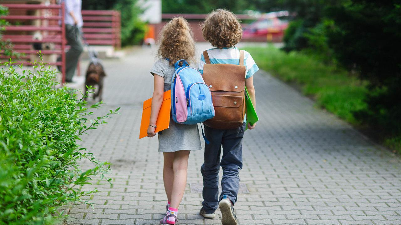 Nový školní rok začne tradičně 1.září, uvedl včera ministr školství Robert Plaga (ANO) pojednání sministrem zdravotnictví Adamem Vojtěchem. Týkat se to má žáků všech škol.