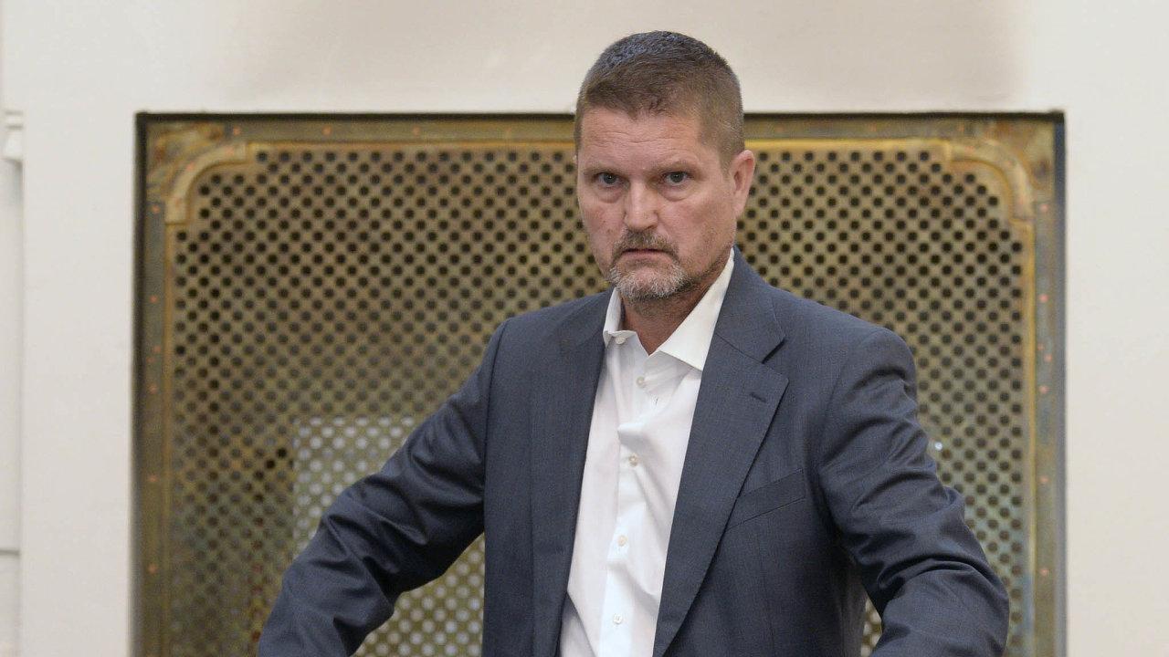 Škoda 849 milionů. Nemám ji zčeho splatit, říká odsouzený Daniel Brzkovský.