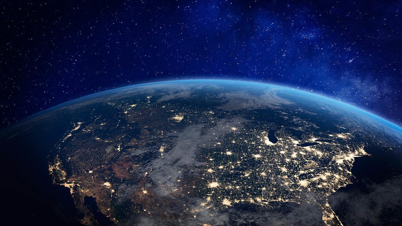 SpaceX iAmazon očekávají, že jim byznys se satelitním internetem vbudoucnu přinese tržby až vdesítkách miliard dolarů ročně.