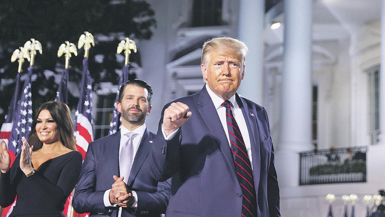 Politické ambice: Nejen Donald Trump se zhlédl vpolitice. Nejvíce je vidět Donald Jr. Podílel se na předvolební kampani svého otce aúčastnil se mítinků. Je aktivní také na sociálních sítích.