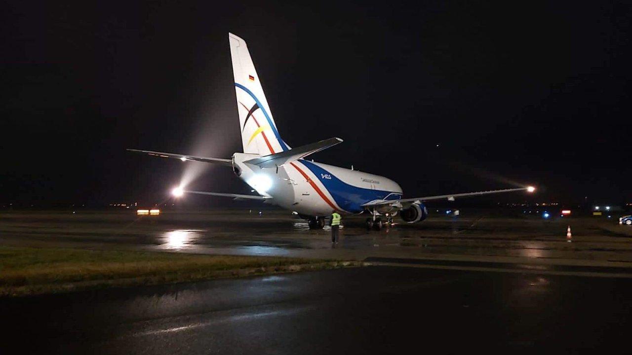 Linku z Lipska zajišťuje letadlo Boeing 737-400F společnosti CargoLogic Germany.