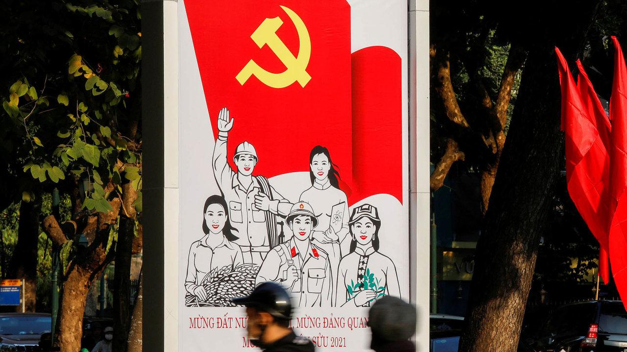 Rudý prapor aspojení rolníků, dělníků iinteligence. Plakát vulici Hanoje oslavuje 13. sjezd Komunistické strany Vietnamu.