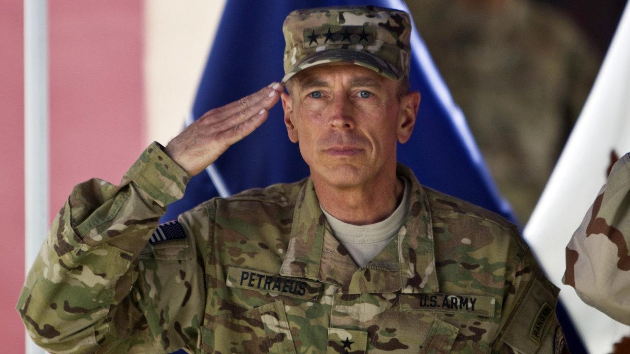 V letech 2007 a 2008 měl Patraeus z pozice šéfa mezinárodních jednotek v podstatě celý Irák na starosti a podobnou funkci zastával také v Afghánistánu.
